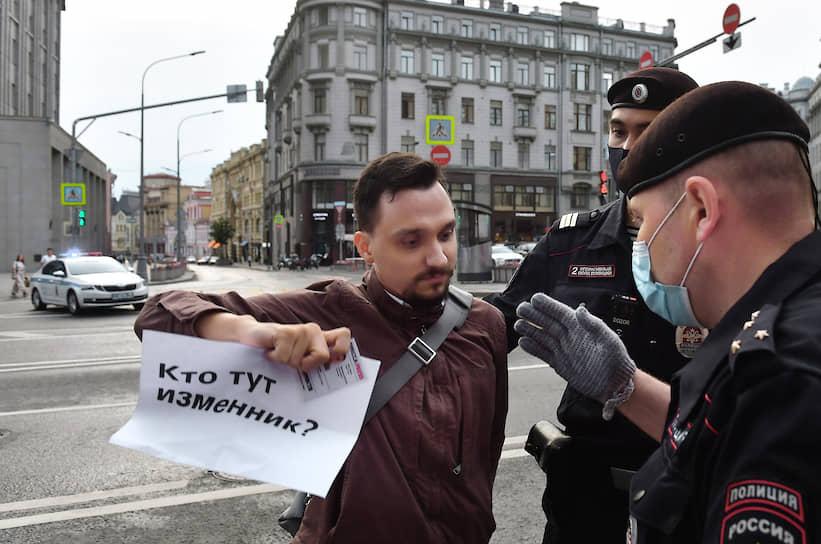Журналист «Ведомостей» Юрий Литвиненко во время задержания