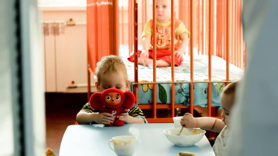 «Сопровождение в больнице ребенка, не имеющего родителей,— это вопрос жизни и смерти» / НКО требуют создать государственную услугу сопровождения сирот в больницах