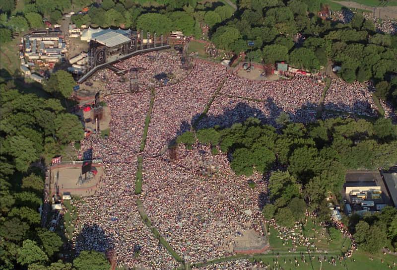 Еще 14 млн человек следили за выступлением Гарта Брукса в прямом эфире. За такой масштаб концерт называли Garthstock по аналогии с фестивалем Woodstock