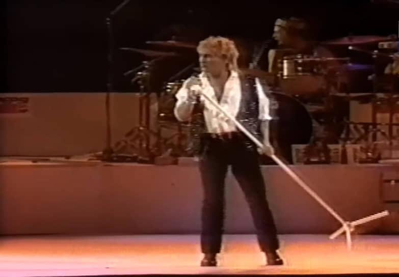 Самым масштабным концертом в истории, занесенным в Книгу рекордов Гиннесса, стало выступление Рода Стюарта 31 декабря 1994 года в Рио-де-Жанейро
