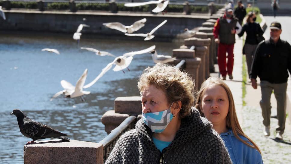 Санкт-Петербург вновь побил месячный рекорд по смертности / В июле власти прогнозируют снижение количества летальных случаев от COVID-19