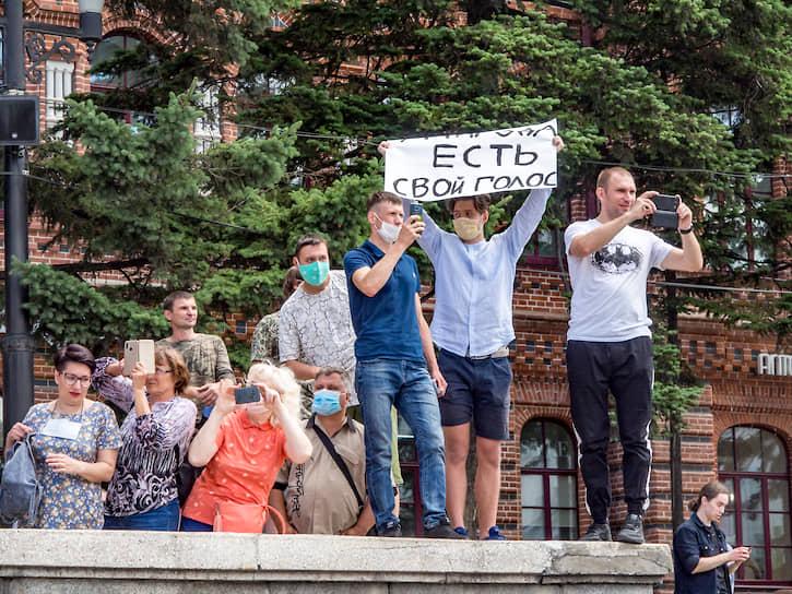 Задержание действующего главы региона участники митинга называли оскорблением и демонстративным проявлением неуважения к воле жителей края
