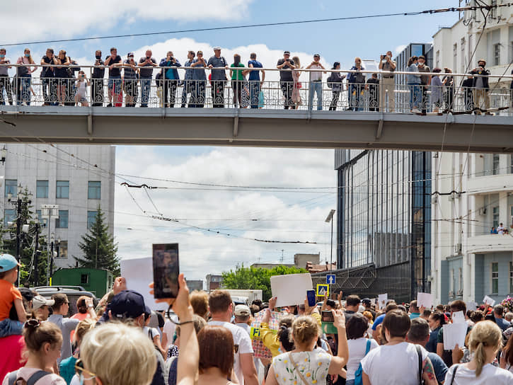 После митинга пресс-секретарю губернатора Хабаровского края Сергея Фургала Надежде Томченко поступили угрозы о том, что в ее отношении могут завести уголовное дело из-за призывов к несанкционированной акции