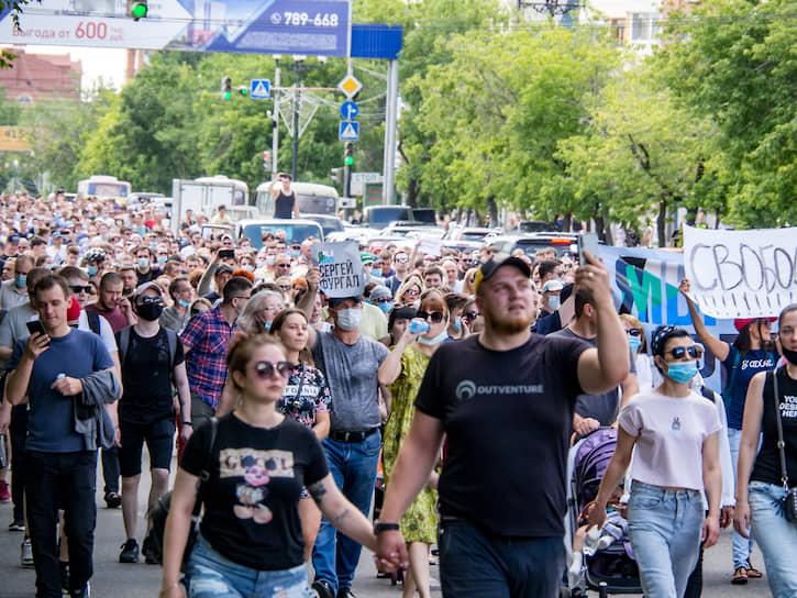 Участники шествия в поддержку губернатора Хабаровского края Сергея Фургала