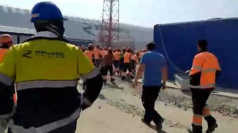 Строители Амурского ГПЗ устроили беспорядки // Рабочие разгромили офис подрядчика и разграбили магазин