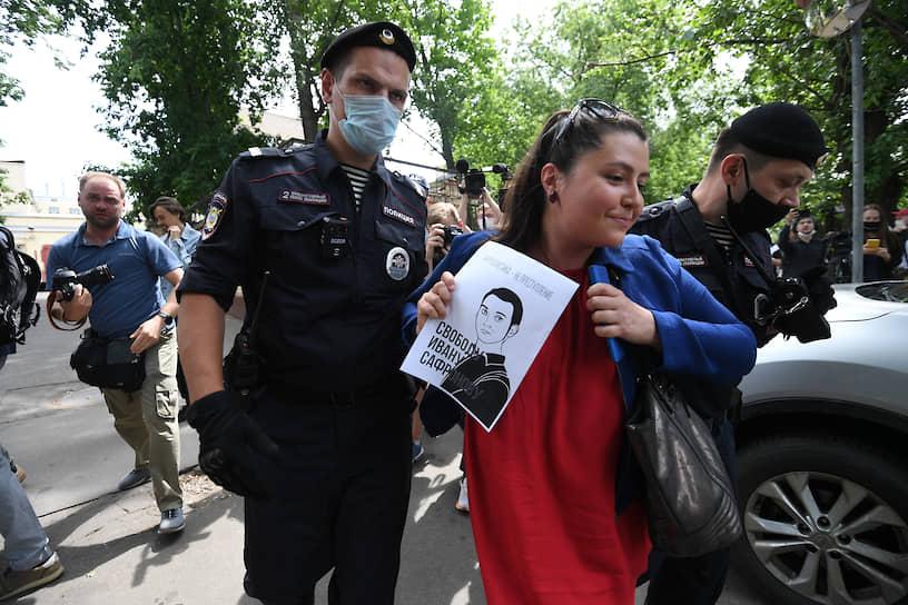 Член профсоюза журналистов Софья Русова