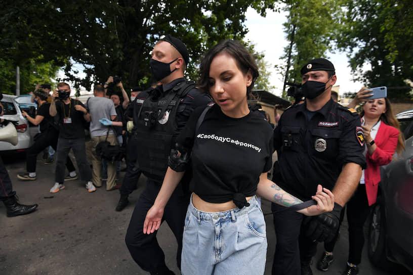 "Журналистка ""Ъ FM"" Алла Пугачева"