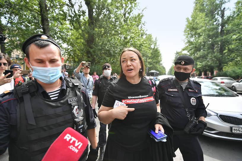 """Спецкорреспондент """"Ъ"""" Ольга Алленова во время задержания"""