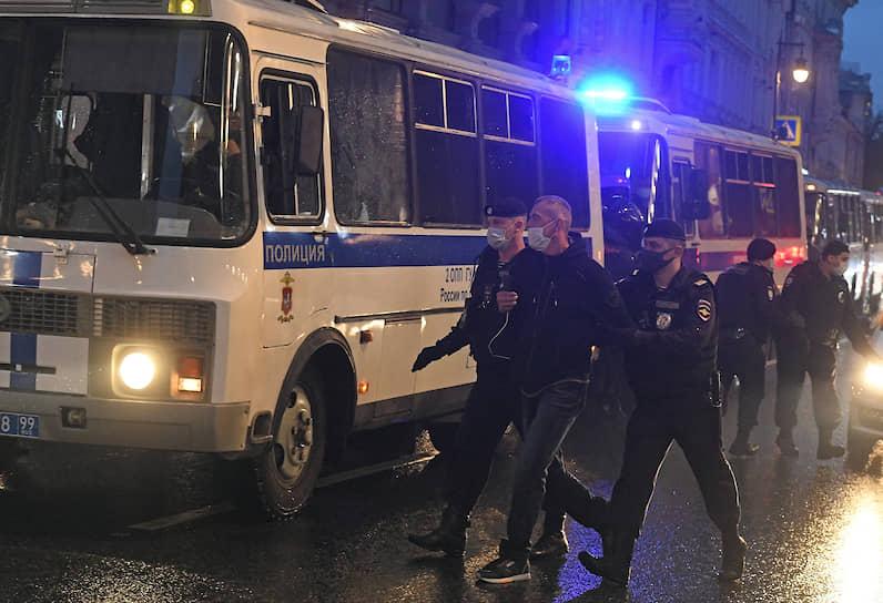 Задержание участника шествия в центре Москвы