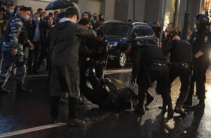 Полиция сообщила о задержании 132 человек