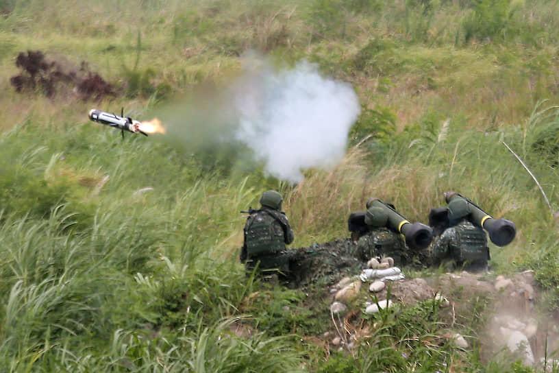 Тайчжун, Тайвань. Запуск противотанковой ракеты на военных учениях