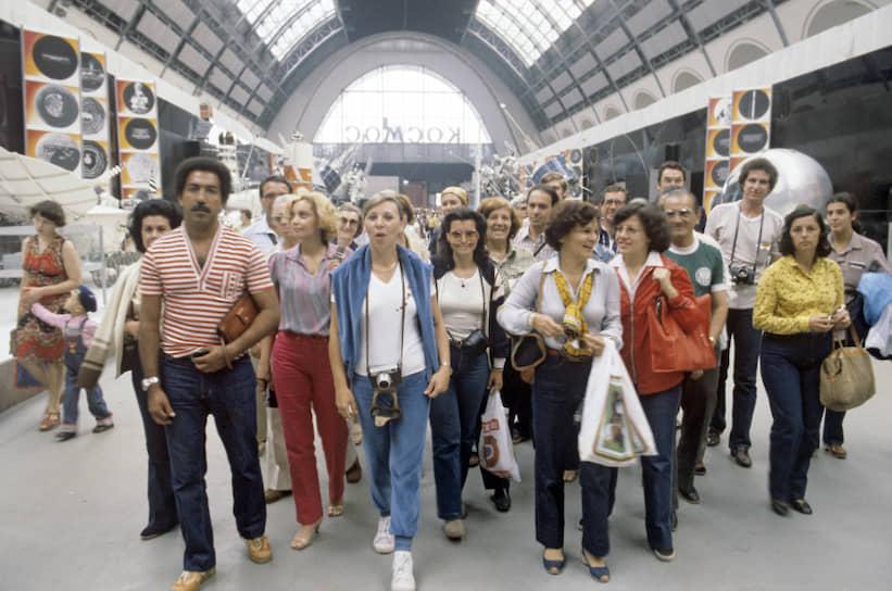 По данным официальной статистики, на Олимпиаде побывали 226 тыс. иностранцев<br> На фото: гости Олимпиады из Бразилии