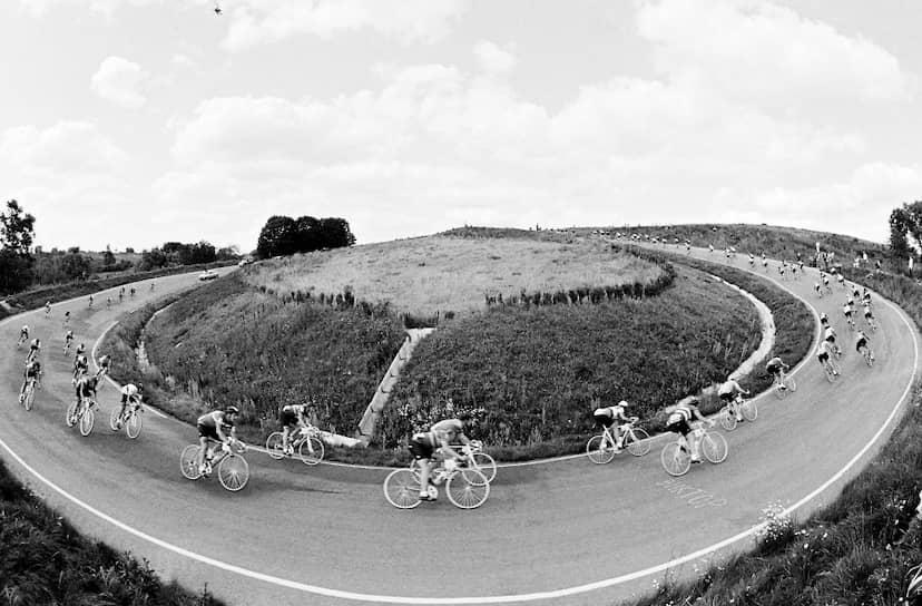 Специально к Олимпиаде был построен велотрек в Крылатском районе Москвы. Всего к Играм было построено и реконструировано около 20 сооружений