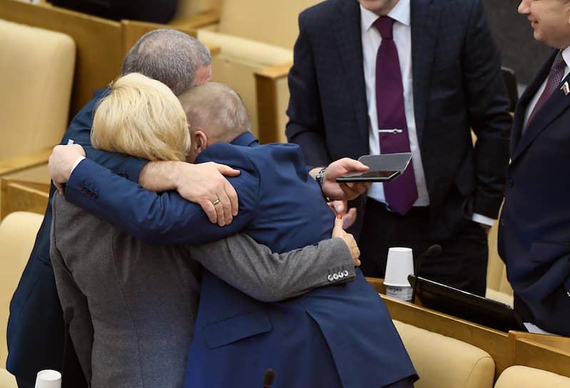 Депутаты Госдумы России перед пленарным заседанием