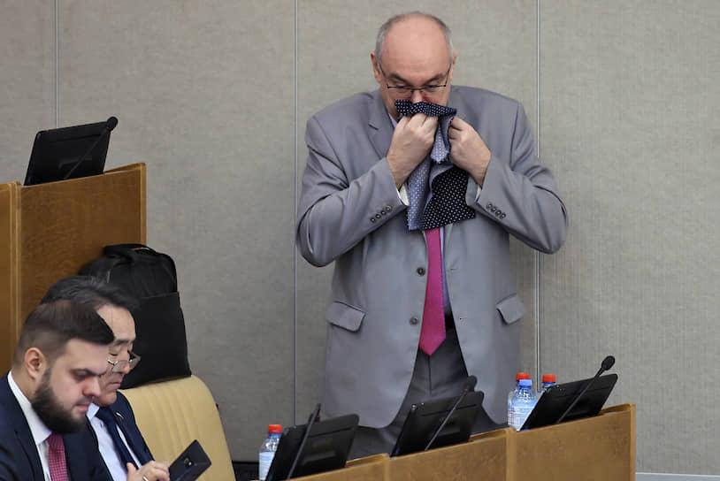Член комитета Госдумы по природным ресурсам, собственности и земельным отношениям Михаил Бугера (справа)