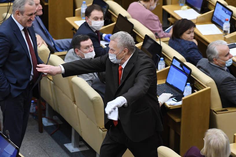 Лидер ЛДПР Владимир Жириновский после выступления на последнем заседании весенней сессии