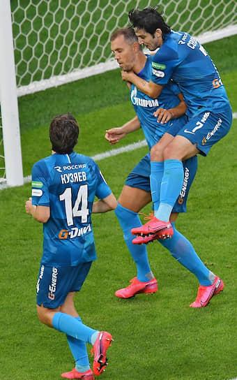 Игроки команды «Зенит» слева направо: Далер Кузяев, Артем Дзюба и Сердар Азмун
