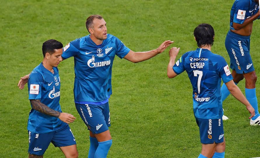 Игроки «Зенита» слва направо: Себастьян Дриусси, Артем Дзюба и Сердар Азмун во время матча