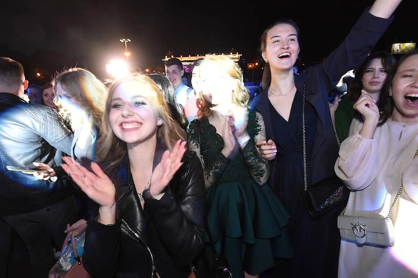 Гости праздника во время концерта