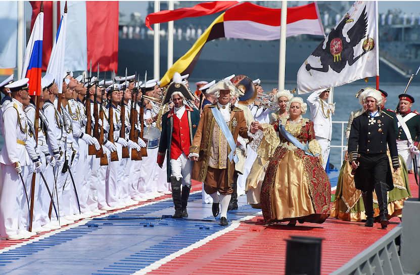 Праздник начался с театрализованного представления об основных вехах истории создания и боевом пути Черноморского флота