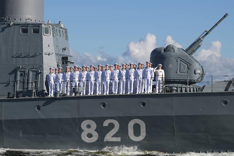 Президент поздравил личный состав экипажей с Днем ВМФ