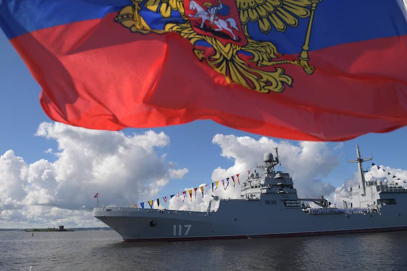 Военно-морской парад в акватории Невы в Санкт Петербурге