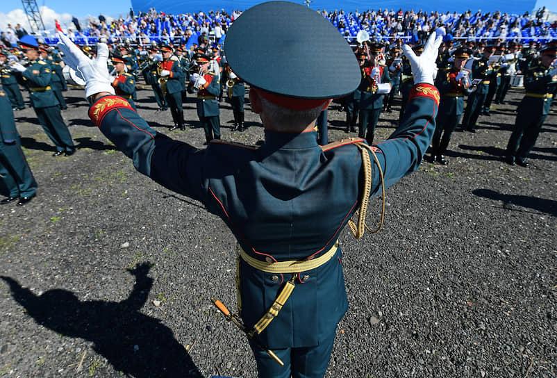 Парад в Кронштадте сопровождался выступлением военного оркестра