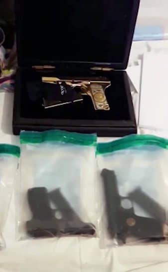 5 февраля 2018 года в ходе обысков у врио премьера Дагестана Абдусамада Гамидова был обнаружен инкрустированный золотом пистолет ТТ. Позже чиновник получил 6,5 года колонии по обвинению в растрате 41 млн руб.