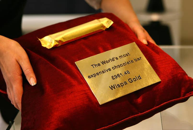 В 2009 году производитель шоколада Cadbury запустил в производство шоколадный батончик Wispa Gold, покрытый золотом. Обертка его также сделана из этого металла. Стоимость такого батончика составляла $1,6 тыс.