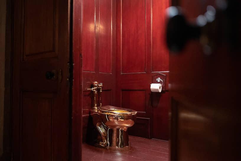 В 2019 году из Бленхеймского дворца в Великобритании, который является семейной резиденцией Черчиллей, украли золотой унитаз. Он демонстрировался на выставке работ итальянского художника Маурицио Каттелана. Золотой унитаз стоимостью около $6,2 млн до этого выставлялся в Нью-Йоркском Музее Гуггенхайма. Пропажу до сих пор не нашли