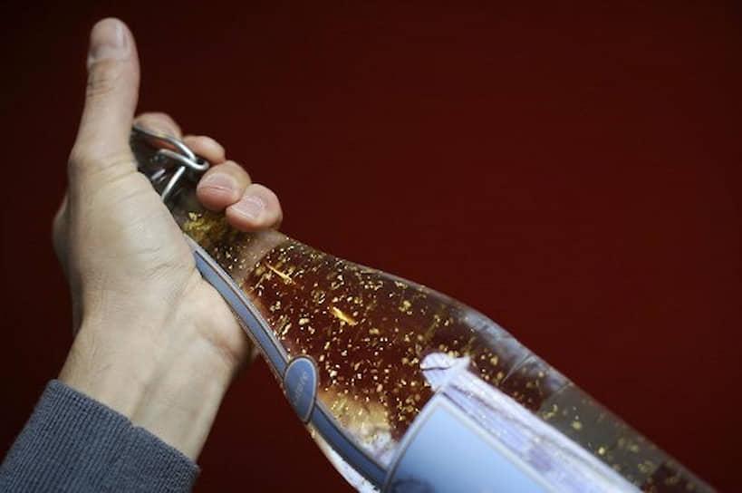 В 2010 году французский производитель лимонадов Elixia Faustin изготовил особенный лимонад для клиента из Дубая, он был наполнен хлопьями из 24-каратного золота. Стоимость эксклюзивного заказа не называлась