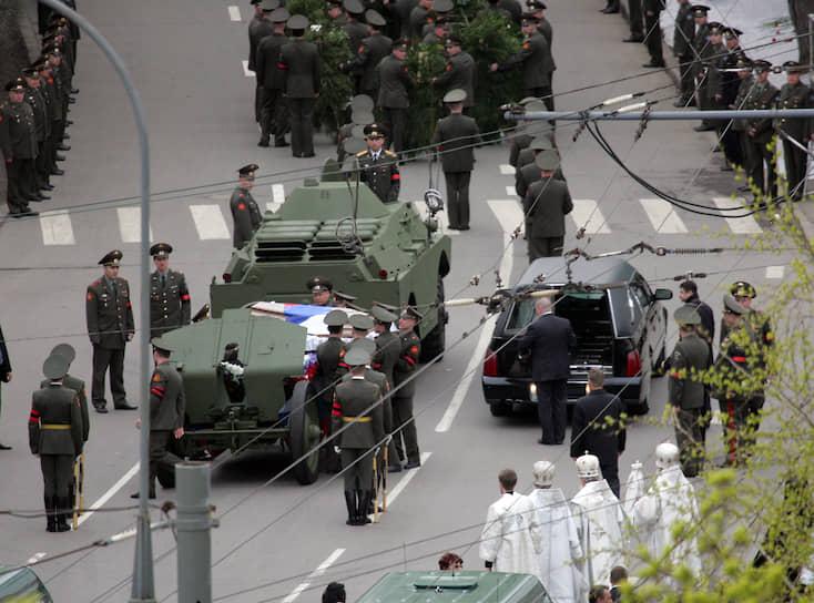 Другими массовыми похоронами стало прощание с первым президентом России Борисом Ельциным, который скончался 23 апреля 2007 года. Церемония проходила в храме Христа Спасителя. За три дня храм посетили более 25 тыс. человек
