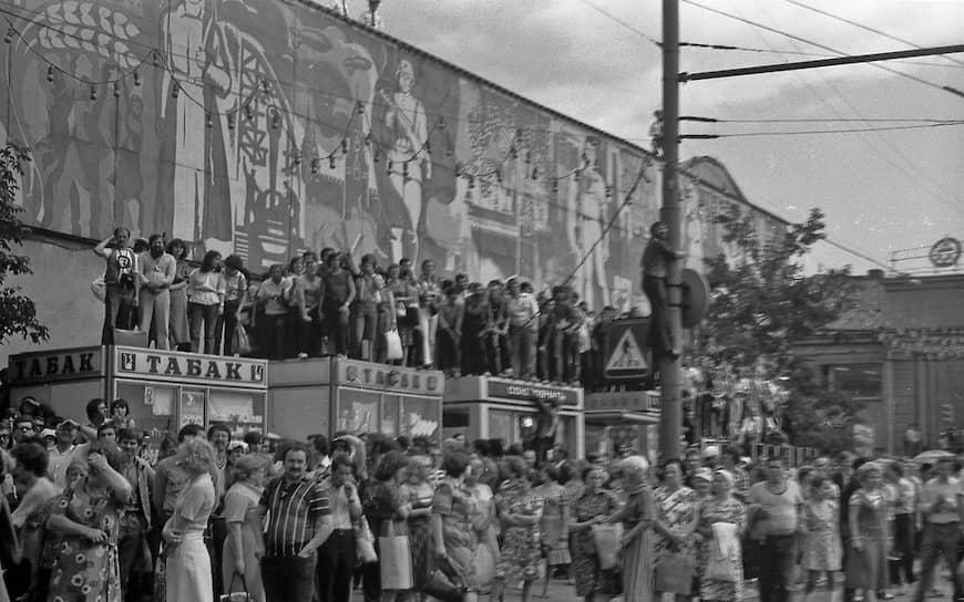 В день похорон Высоцкого людьми были заполнены даже крыши зданий вокруг Таганской площади.Жена поэта Марина Влади позже вспоминала: «Я видела, как хоронили принцев, королей, но ничего подобного не видела!..»