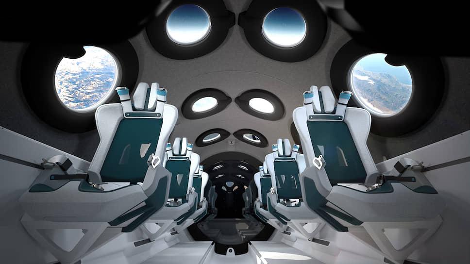 Внутренняя поверхность кабины, а также рамки иллюминаторов покрыты мягкими материалами