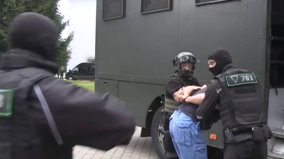 Кадр задержания одного из иностранных боевиков в Белоруссии