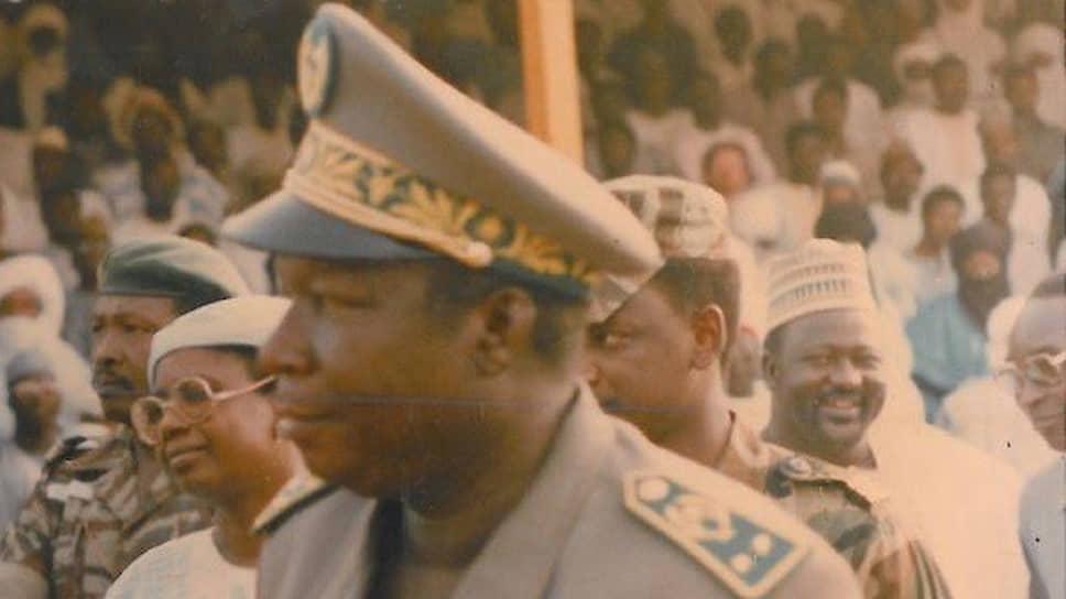 После того как генерал Али Саибу согласился ввести в Нигере многопартийную систему и провести свободные президентские и парламентские выборы, страна перешла к гражданскому правлению. Но ненадолго