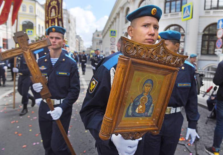 В Москве 2 августа прошел крестный ход от храма Илии Пророка в Китай-городе до Лобного места на Красной площади