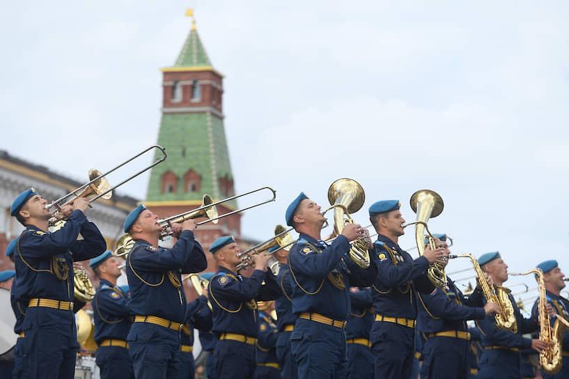 Военнослужащие ВДВ во время праздничных мероприятий на Красной площади