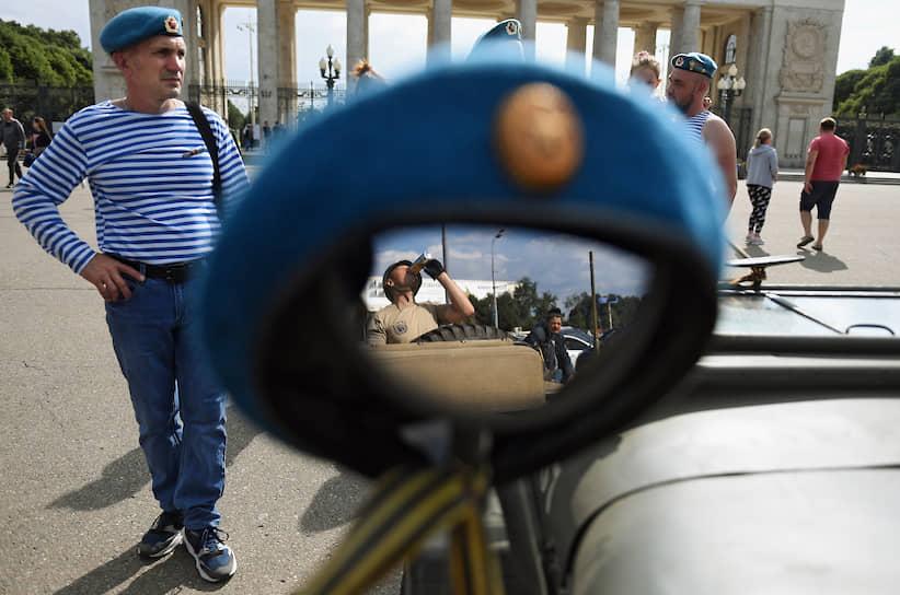 Форменный головной убор российских десантников — берет голубого цвета