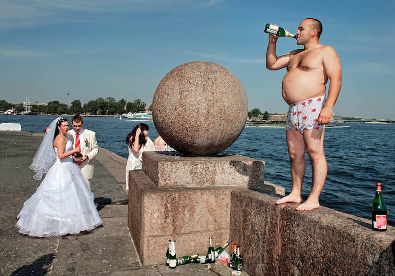 Шампанское также стало традиционным напитком на свадьбах