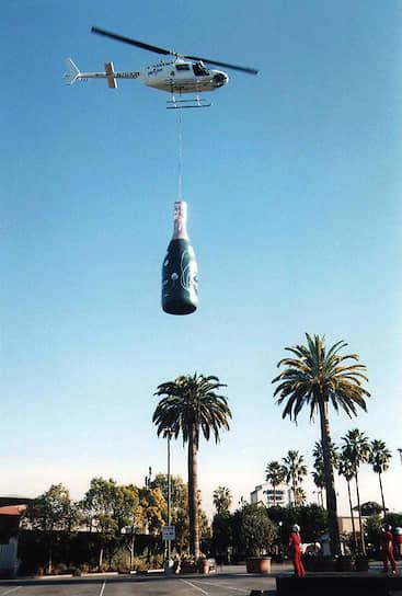 Дорогое шампанское стало символом роскоши. 29 декабря 1999 года вертолет доставил огромную бутылку с напитком для закрытой новогодней вечеринки Universal Studios в Лос-Анджелесе. Ее вес составлял 4 тонны