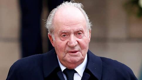 Почетный король Испании отправился в изгнание // Хуан Карлос полностью дистанцировался от своего сына