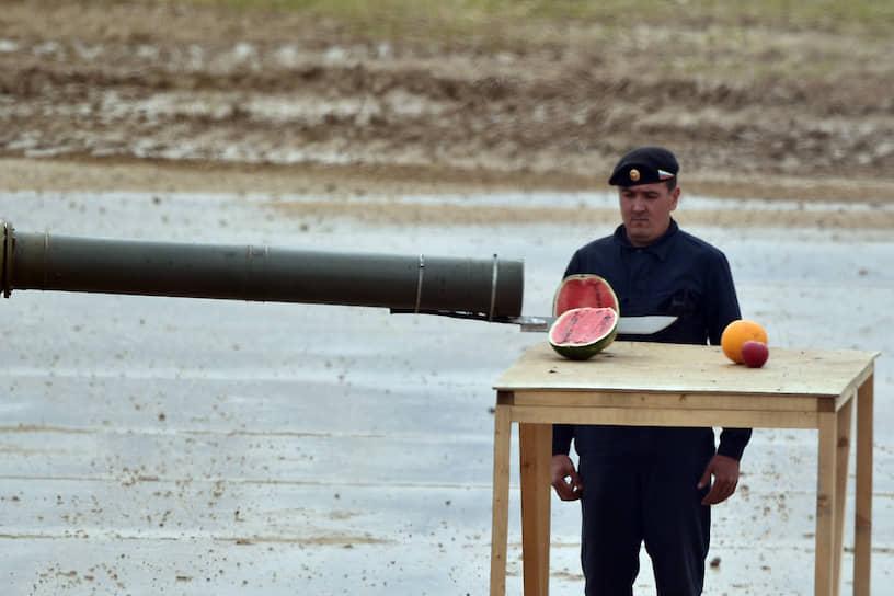 Родиной арбуза считается Южная Африка. Слово «арбуз» происходит из тюркского языка и переводится как «ослиный огурец»<br> На фото: военное шоу «Вежливые люди» на полигоне «Алабино»