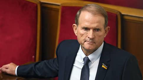 Виктора Медведчука уличили в аморальной поездке // Украинского политика подвергли критике за отдых в Крыму