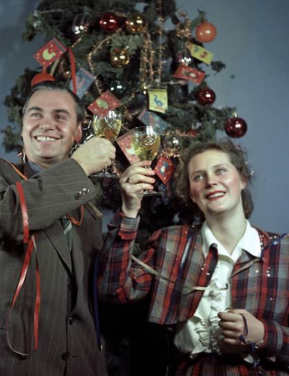 В СССР и других странах шампанское стало одним из атрибутов празднования Нового года. Без «Советского шампанского» не обходились телевизионные «Голубые огоньки»