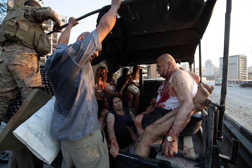Эвакуация раненных после взрыва