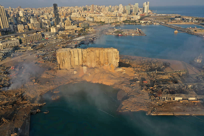 По словам губернатора Бейрута, более 300 тыс. человек были вынуждены покинуть свои дома после взрыва