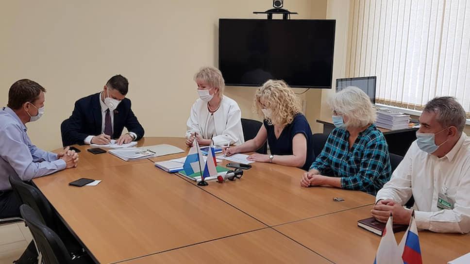Валерий Быков (в центре)
