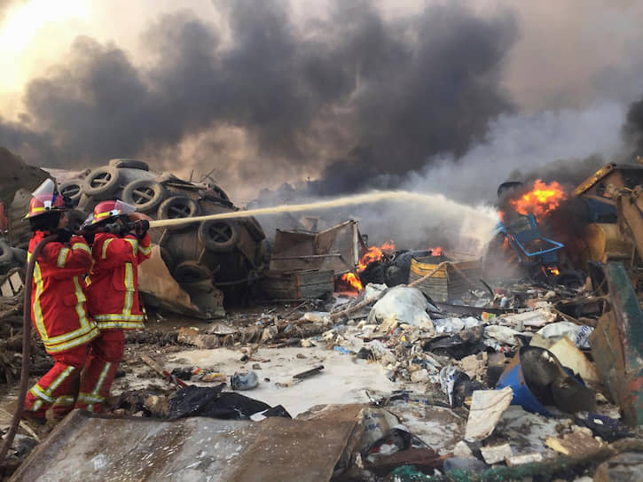 В результате взрыва были повреждены здания торгового представительства России в Бейруте и российского посольства в Ливане. Одна из сотрудниц получила травмы
