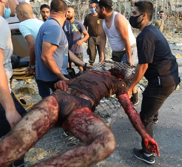 По предварительным данным, в результате взрыва погибли более 100 человек. Спасатели разбирают завалы на месте разрушенных домов, там могут оставаться люди